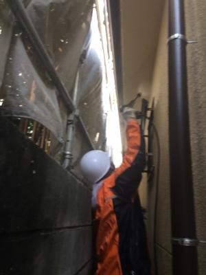 【川口市北原台のT様邸の雨漏り修理・外壁塗装】(高圧洗浄と壁のひび割れの補修)