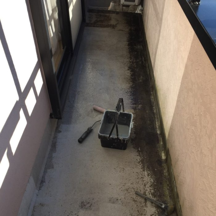 ベランダの既存防水層の劣化による雨漏り修理(ウレタン密着工法)|千葉県市川市にお住いのM様邸のリフォーム