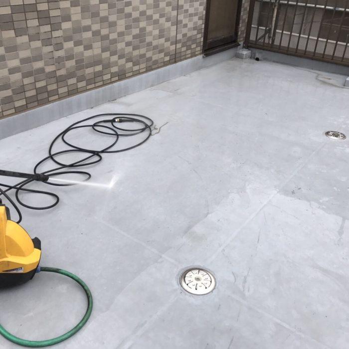 既存のゴムシート防水の劣化に伴う屋上のウレタン防水工事(通気緩衝工法)|埼玉県川口市にお住いのE様邸のリフォーム