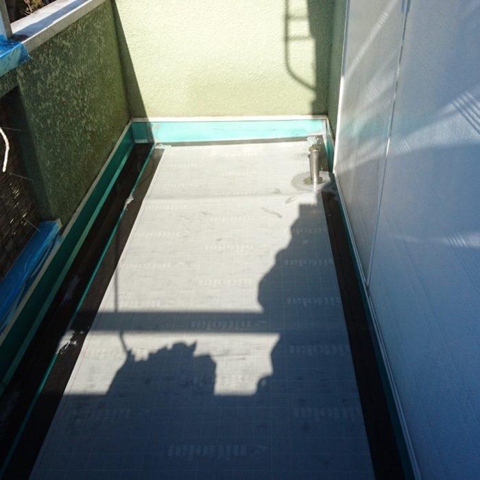 防水層劣化に伴うベランダの防水補修工事(ウレタン通気緩衝工法)|埼玉県草加市・K様邸の雨漏り修理