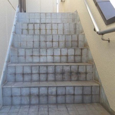外階段の防滑ステップシート(タキステップ)の貼り付け 埼玉県川口市のA様邸にて雨漏り修理