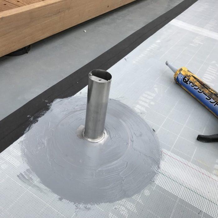 風雨・紫外線による劣化に伴う屋上の防水工事(ウレタン塗膜・通気緩衝工法)|埼玉県さいたま市にお住いのN様邸にて雨漏り修理