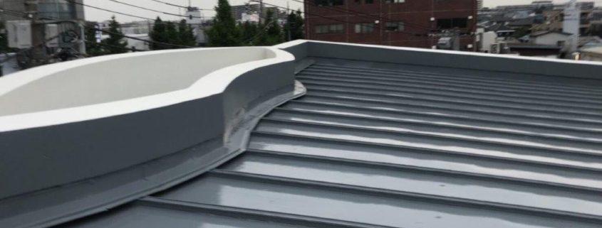 折板屋根のジョイント部からの漏水に伴う防水工事