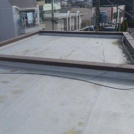既存ゴムシート防水層の劣化に伴う屋上防水工事(ウレタン塗膜・通気緩衝工法)|東京都八王子市のK様邸にて雨漏り修理