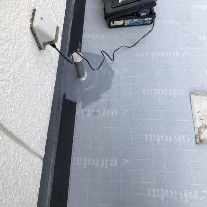 既存のウレタン防水層の劣化に伴う屋上防水(ウレタン塗膜・通気緩衝工法)|東京都渋谷区のT様邸にて雨漏り修理