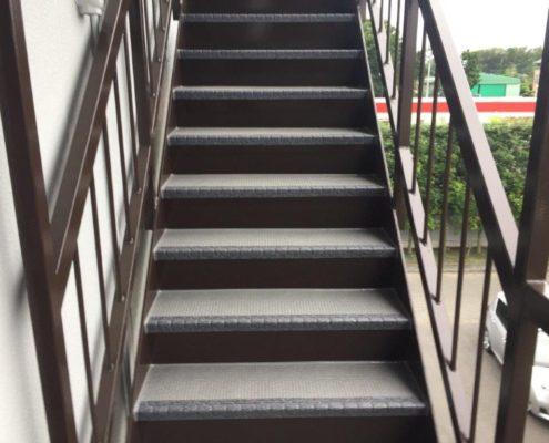 外の鉄骨階段の防滑ステップシート(タキステップ)