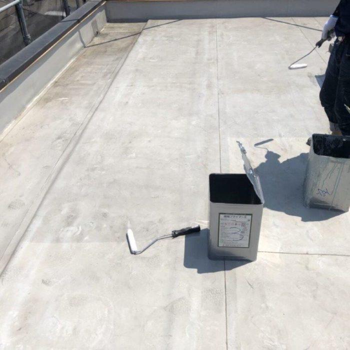 川口市のS様邸にて屋上の防水工事(ウレタン塗膜・密着工法)