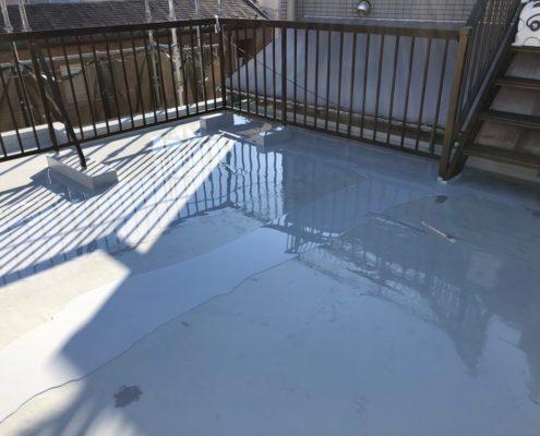 屋上のウレタン樹脂2層目の塗装