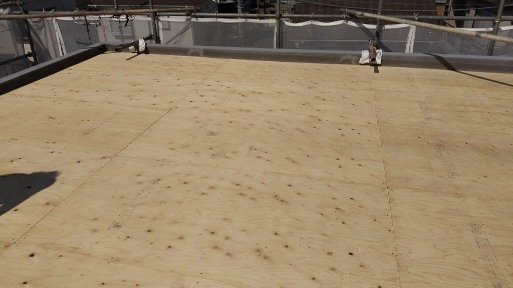 屋上の下地パネル