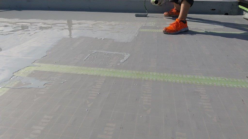 屋上平面具にウレタン1層目の塗装