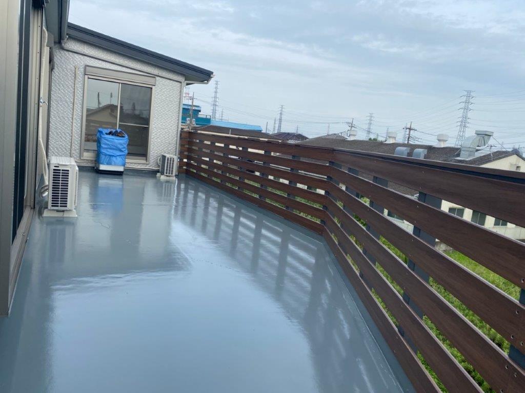 屋上平面部へトップコーㇳ塗装