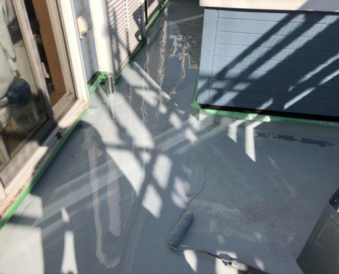 バルコニーのウレタン2層目の塗装