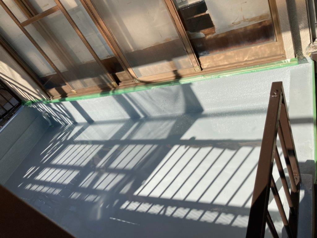 ウレタン樹脂1層目の塗装(床平面部)
