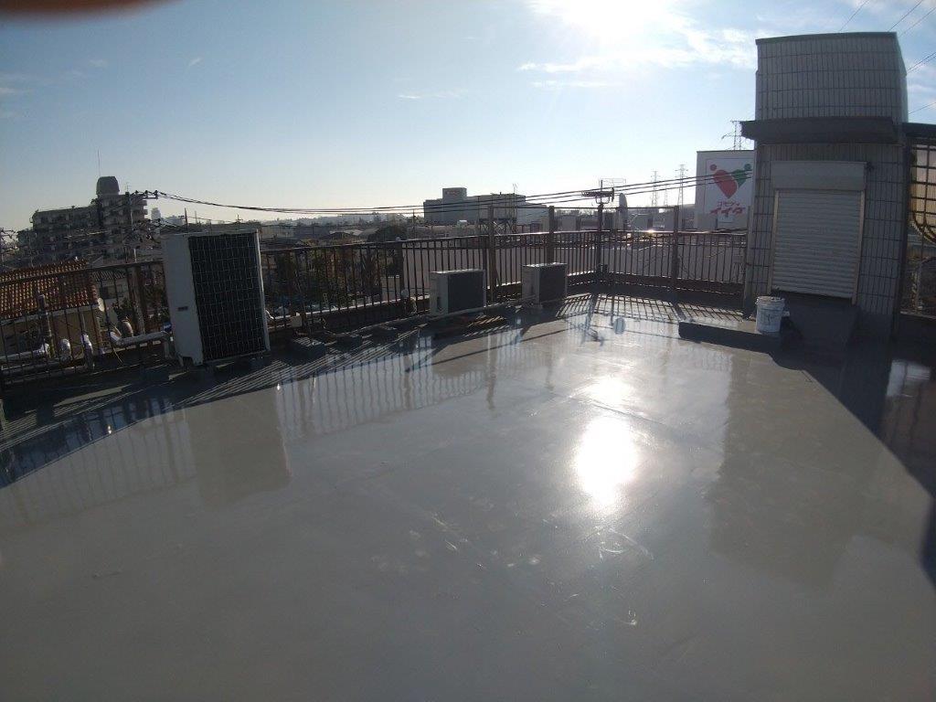 屋上へのトップコート塗装後