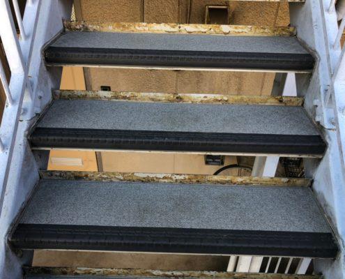 共用階段のコーキング補修後