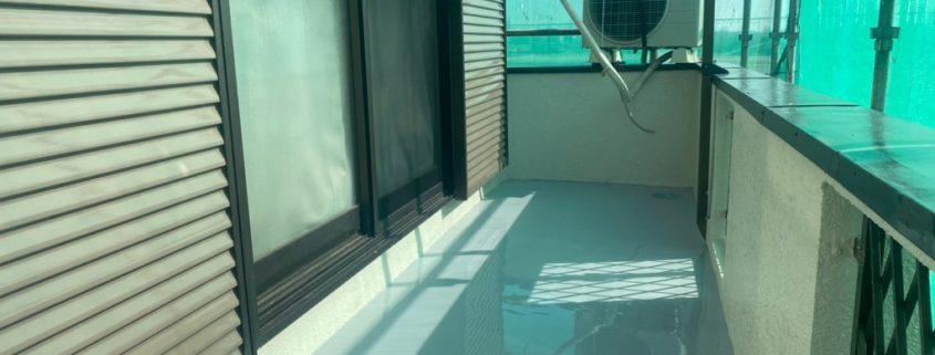 ベランダ床平面部の2層目のウレタン塗布