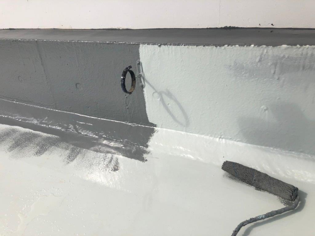 立ち上がり・側溝へのトップコート塗装